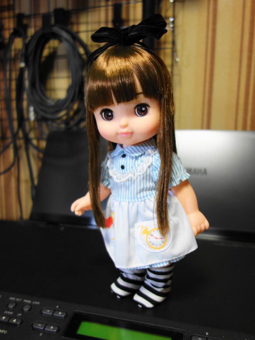 アリスのワンピースを着たソラン