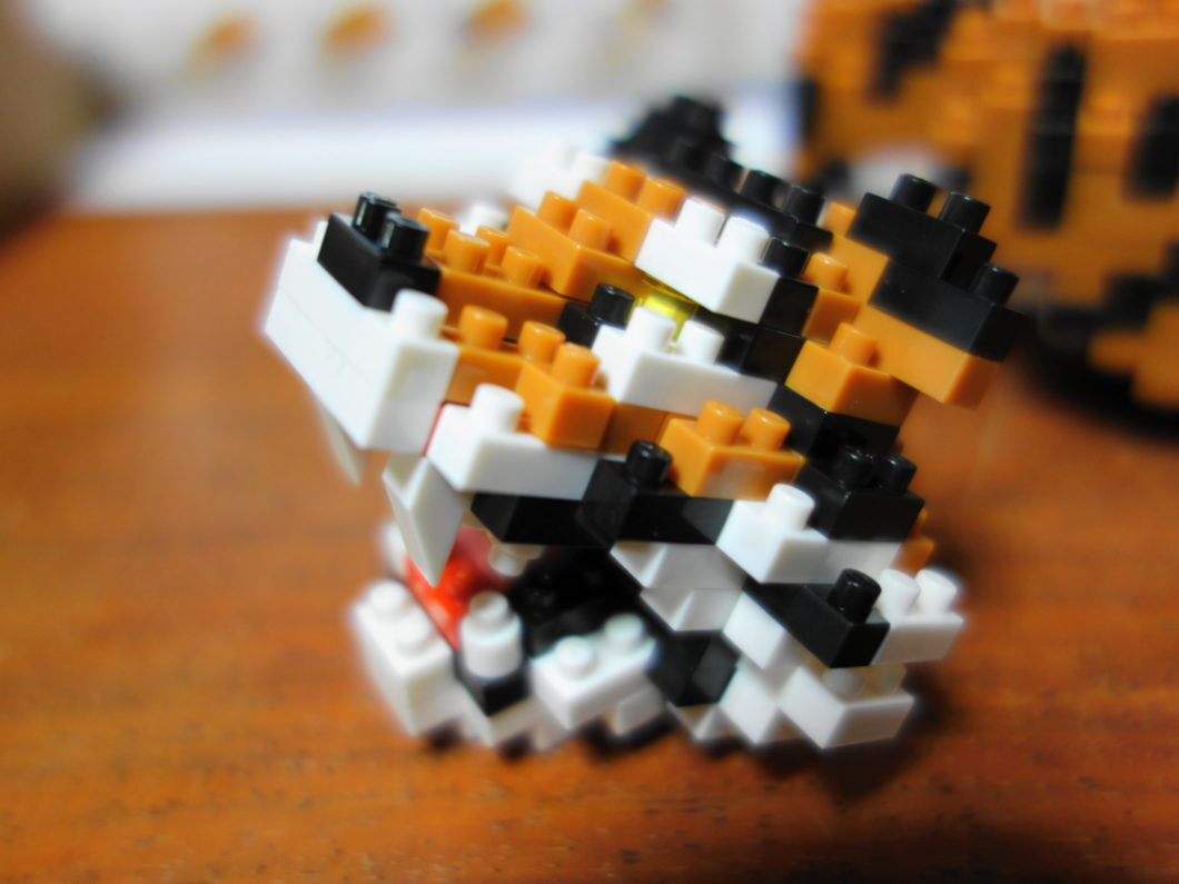 ナノブロックベンガルトラの牙の様子