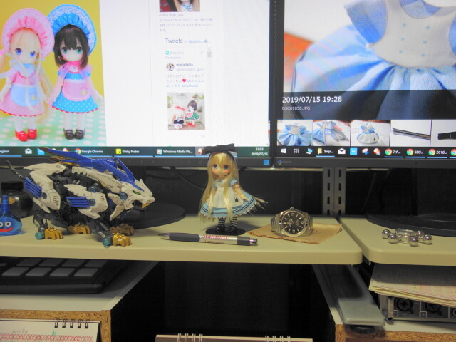 机上に飾ったchuchu doll
