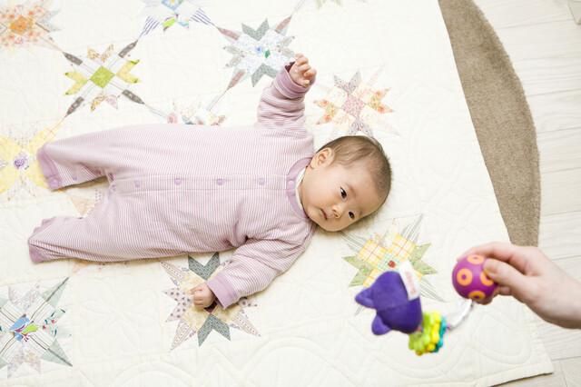 音に反応する新生児
