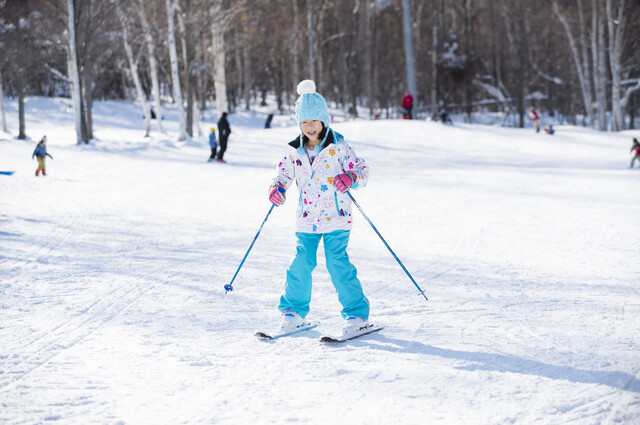 スキーをする小学3年生