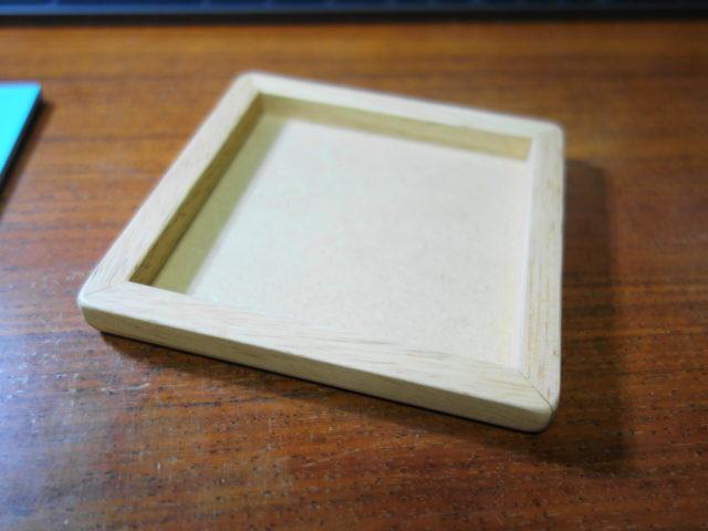 賢人パズルの木製プレートはきれいに磨かれている